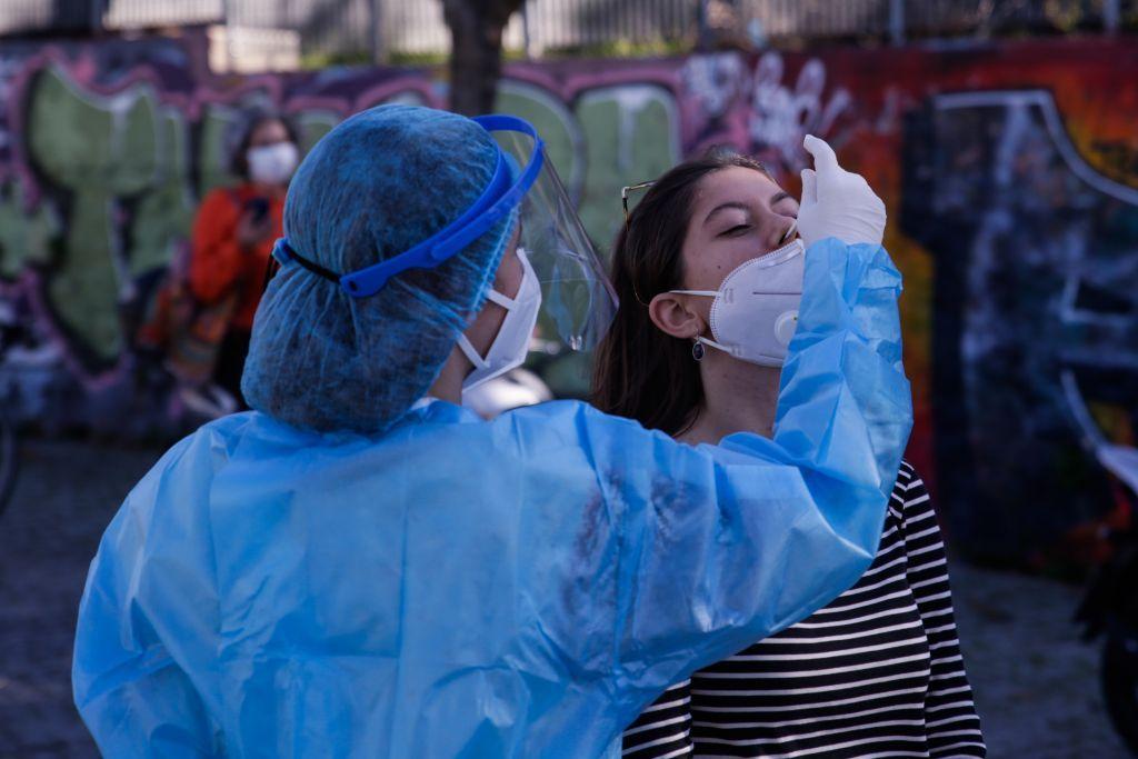 Κοροναϊός : Ξεφεύγει πάλι η κατάσταση!  842 νέα κρούσματα, 21 θάνατοι – 283 διασωληνωμένοι (+videos)