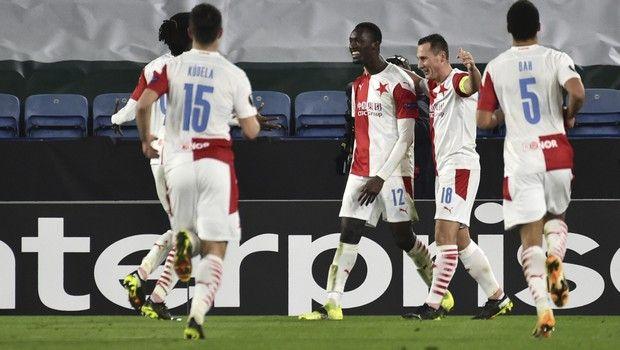 Europa League: Βόμβα από Σλάβια Πράγας, πέταξε έξω την Λέστερ – Όλα τα ματς (+videos)