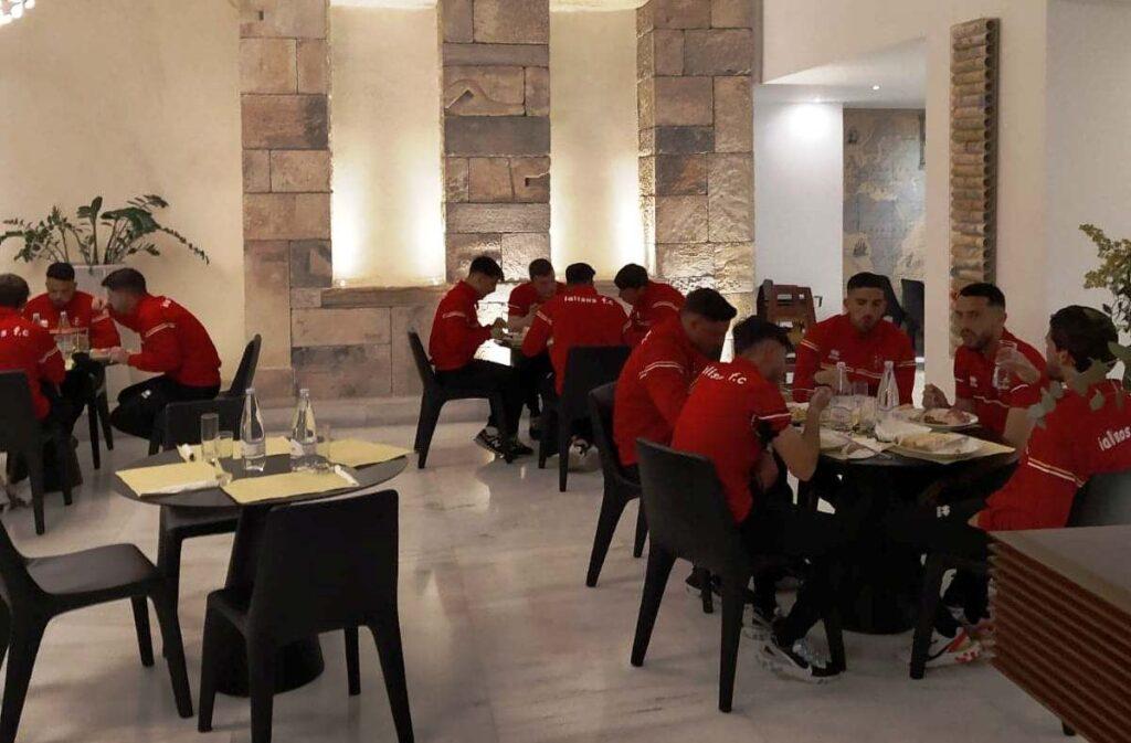 Μαζί με Σαντορίνη και Ιάλυσο, σε κεντρικό ξενοδοχείο στην Αθήνα η Μαύρη Θύελλα (+pics)