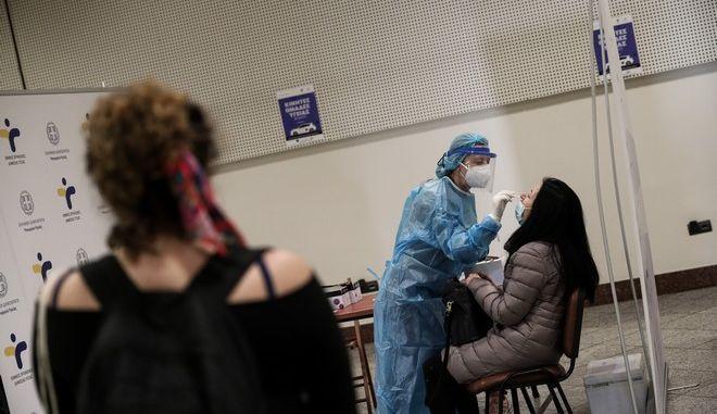 Κορονοϊός – Ελάχιστα (!) πια τα τεστ: 248 νέα κρούσματα – 14 νεκροί, 296 διασωληνωμένοι (video)