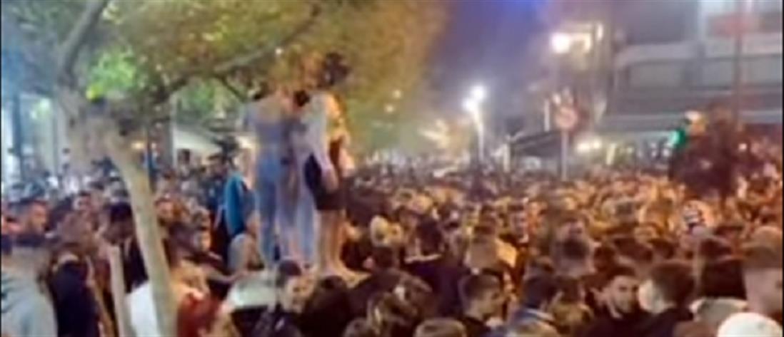 Κορονοϊός: 1607 νέα κρούσματα  – 78 νεκροί, ρεκόρ με 847 διασωληνώσεις! Χοροπηδάτε τώρα στις πλατείες εσείς! (+videos)