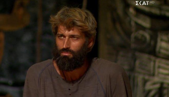 Survivor 4: Αποχώρησε ο Αλέξης Παππάς (video)