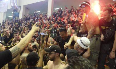 Ποιος κορονοϊός τώρα; Απίστευτο πάλι: Χιλιάδες (!!!) οπαδοί της ΑΕΚ στη φιέστα στο χαντ μπολ (+ pics - videos) 6