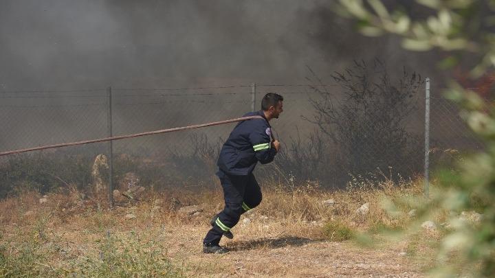 Μαίνεται η φωτιά στην Αχαΐα – Εκκενώνονται οικισμοί