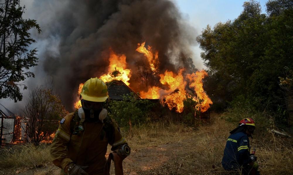 Φωτιές – Εκτός ελέγχου οι πυρκαγιές σε Εύβοια, Αρχαία Ολυμπία, Μεσσηνία (+pics-video)