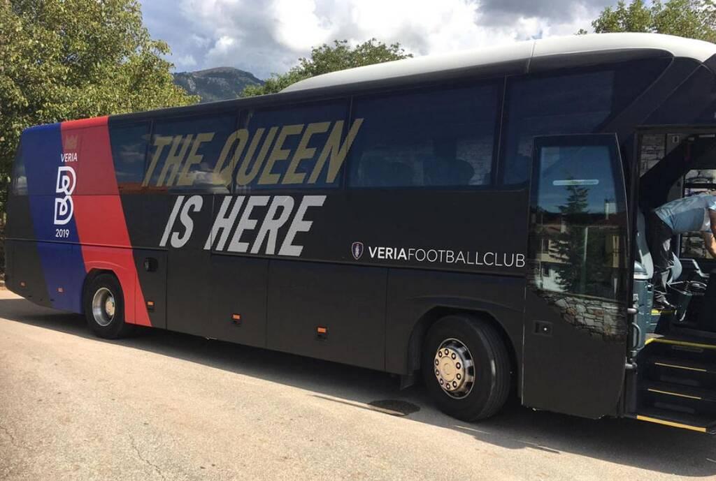 Έβαψε το λεοφωρείο της και η Βέροια…