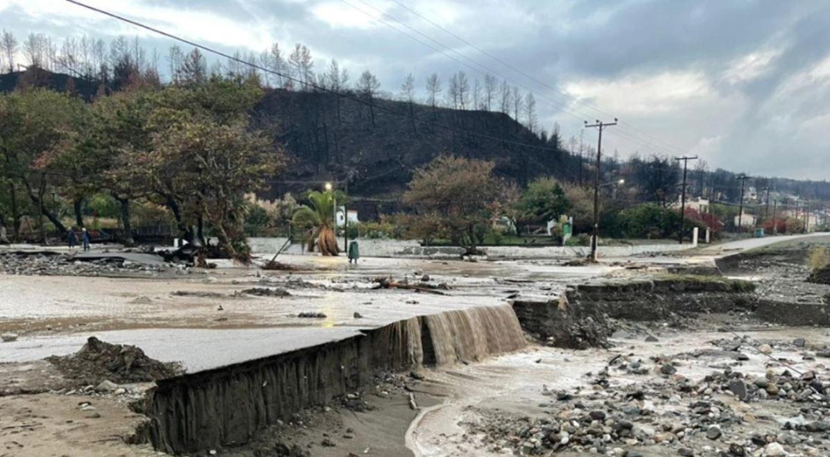 Εύβοια – Εικόνες βιβλικής καταστροφής από το πέρασμα της «Αθηνάς», τέσσερις εγκλωβισμένοι (video)