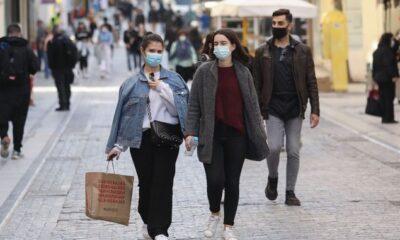 Κορονοϊός – το αλαλούμ συνεχίζεται: Ξεφεύγουν τα κρούσματα – Σκέψεις για εναλλακτικά μέτρα με… μάσκες